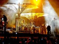 Cada música troca a iluminação do palco 360º no show do U2 em SP. Foto: Fernando Borges/Terra